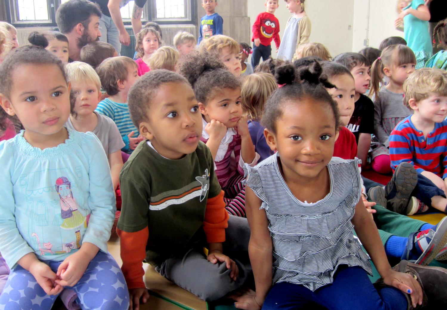 PIC children watching Mott Campus Clowns